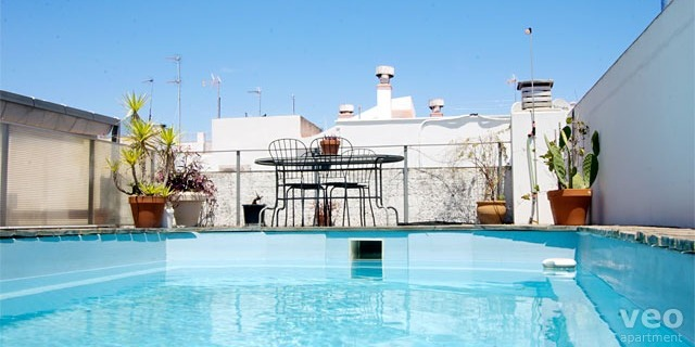 Beating the summer heat in seville travel in spain - Swimming pool seville ...