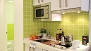 Sevilla Ferienwohnung - Kitchenette equipped with utensils and appliances for self-catering.