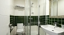 Sevilla Ferienwohnung - Full bathroom with shower, wasbasin and toilet. Towels are provided.