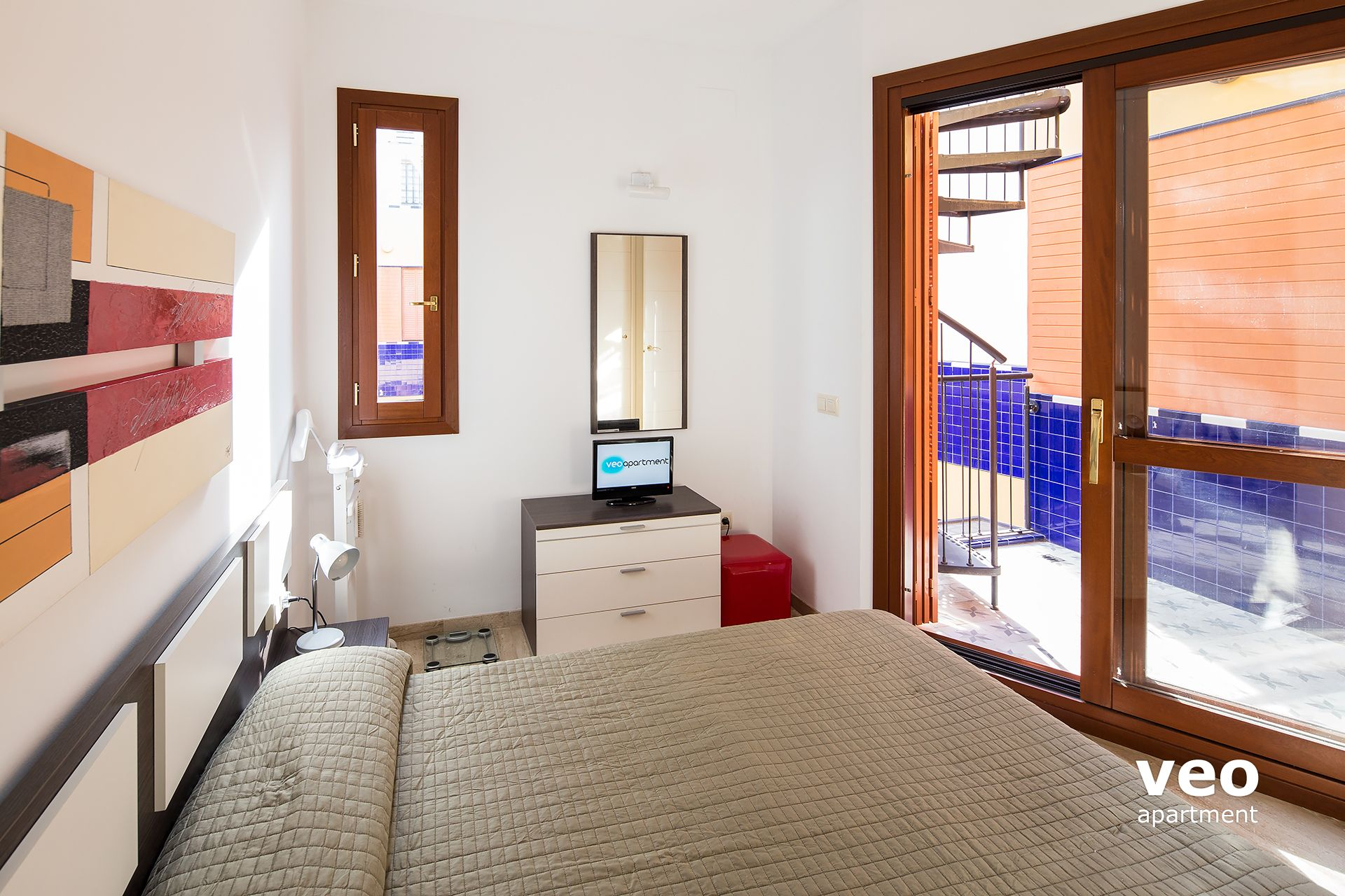 sevilla apartamento bedroom with large sliding doors to a lower terrace