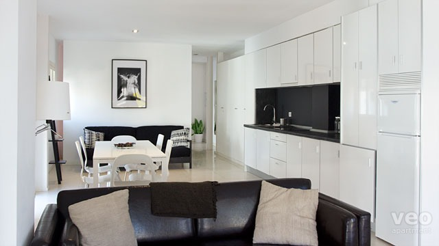 Appartement rue santa ana grenade espagne plaza nueva for Meuble salle a manger ikea