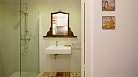 Seville Apartment - Bathroom with washbasin, toilet and shower.