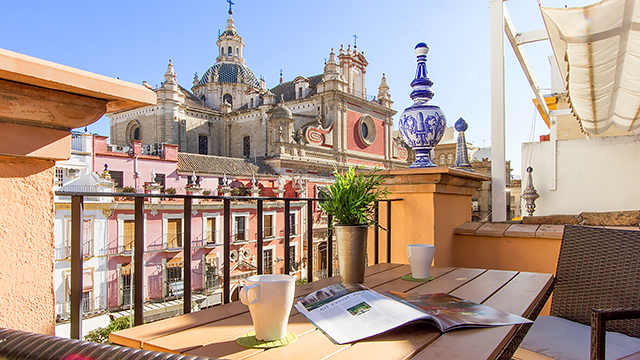 Rent vacation apartment in Seville del Salvador Square Seville