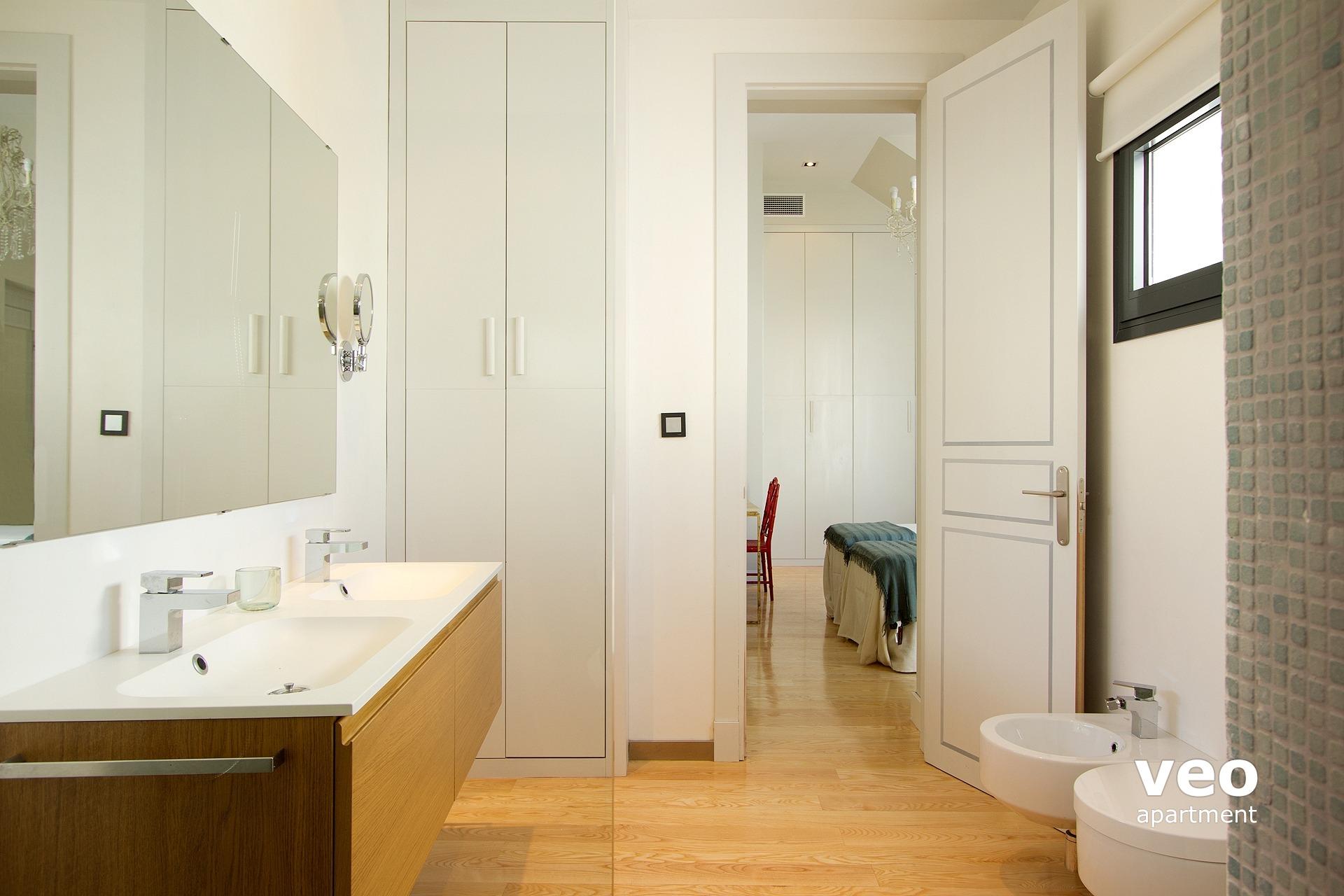 Non En Suite Bathroom: Seville Apartment Teodosio Street Seville Spain