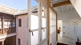 Granada Apartamento - The building features an inner courtyard.