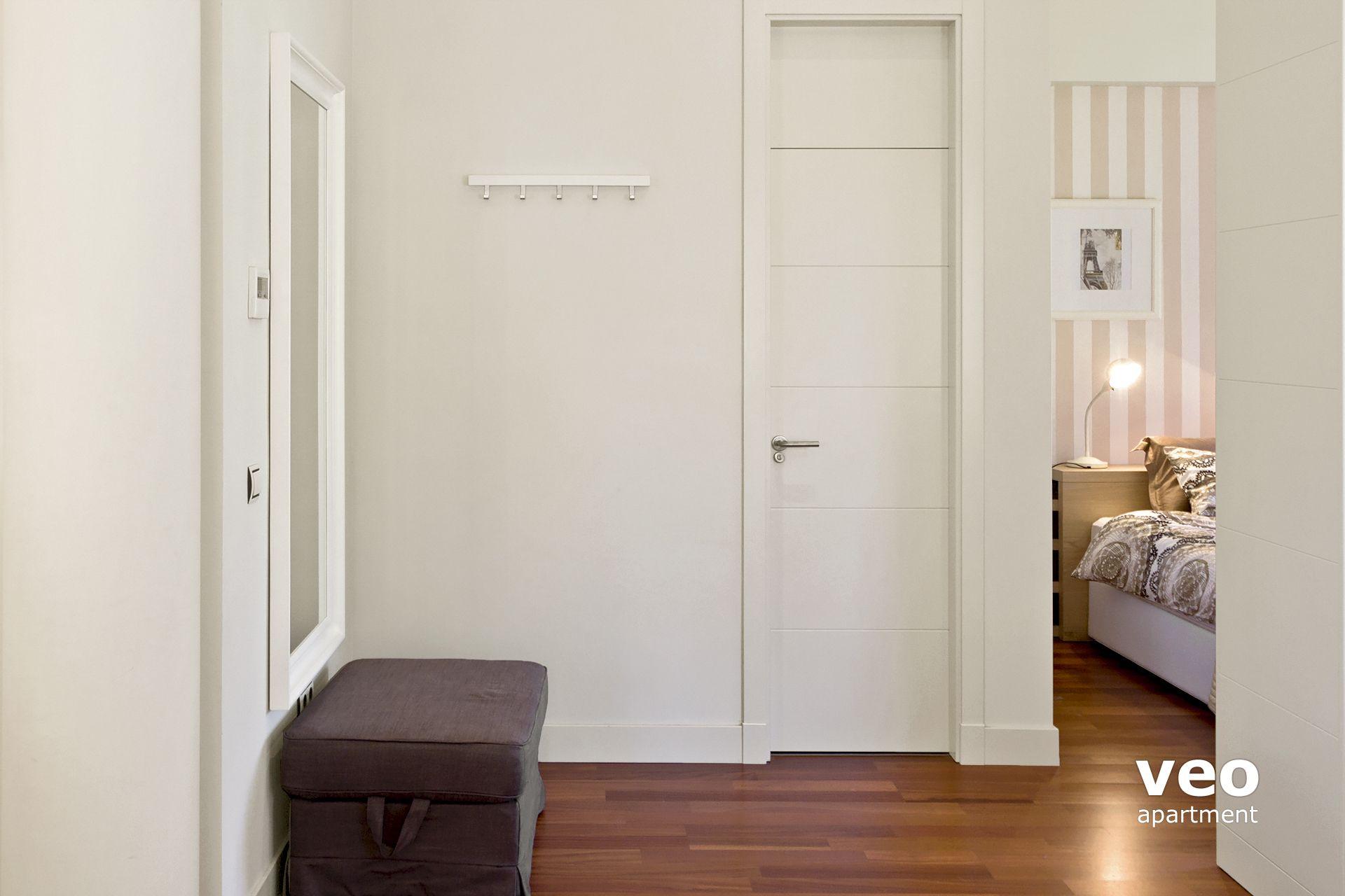Sevilla Ferienwohnung   The Door In Front Opens To The Bathroom.