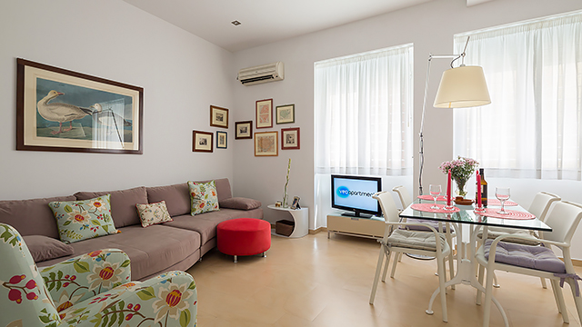 Rent vacation apartment in Seville Siete Revueltas Street Seville