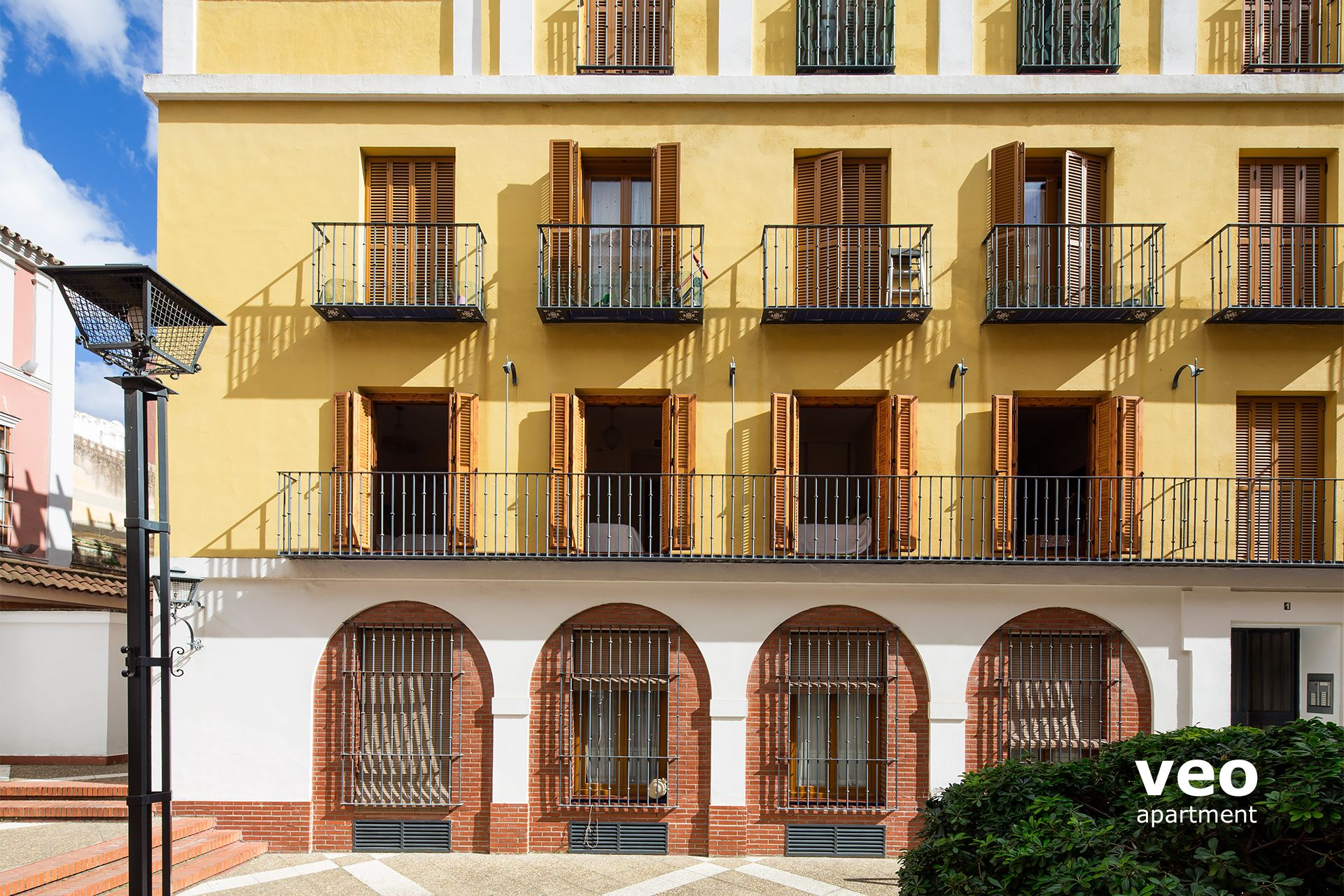 ae31450e306c Seville Apartment - The 4 balconies opened on the first level belong to the  apartment.