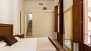 Sevilla Apartamento - The master bedroom has a double bed and a large built-in wardrobe (first floor).