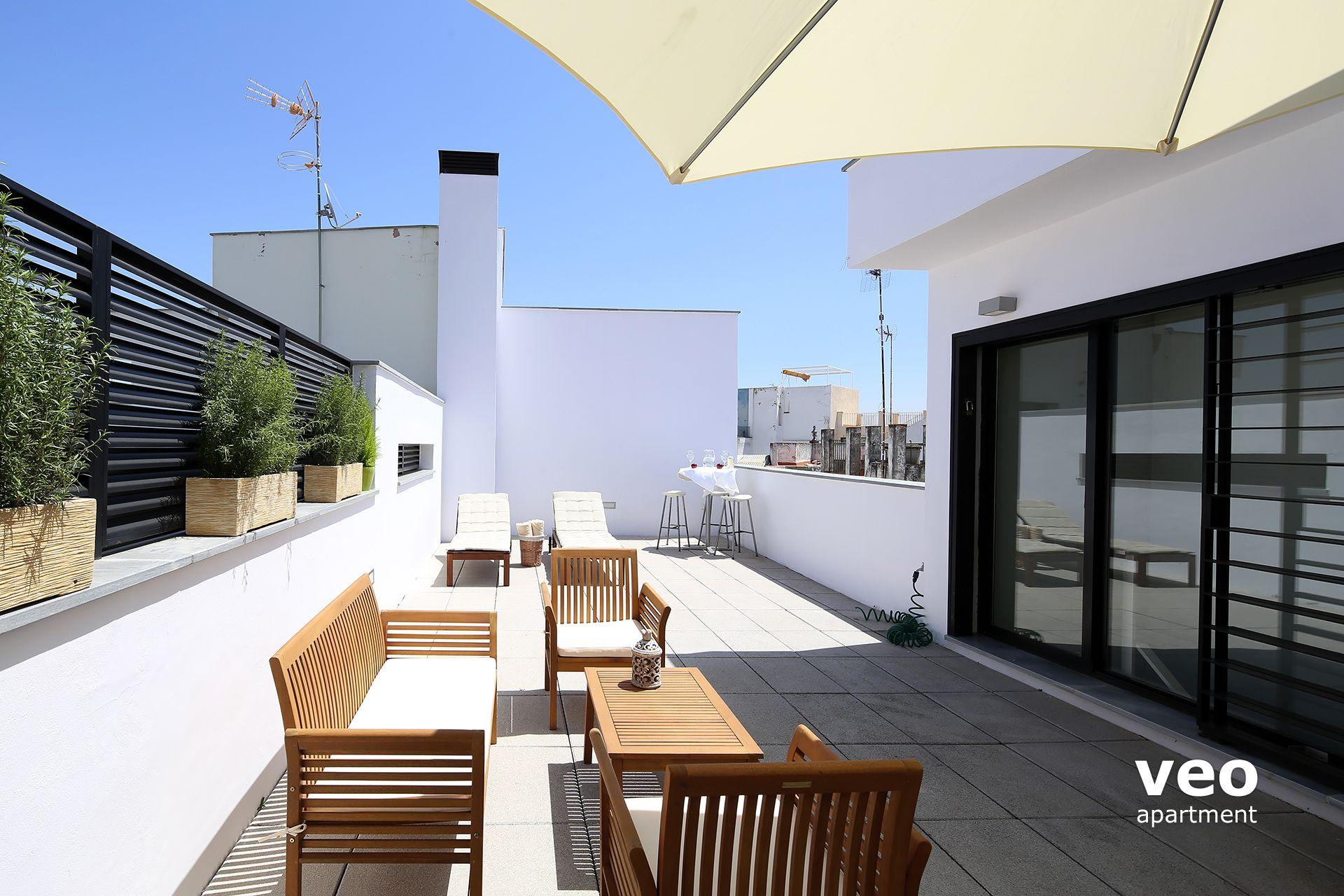 Seville apartment corral del rey street seville spain for Terrace seating