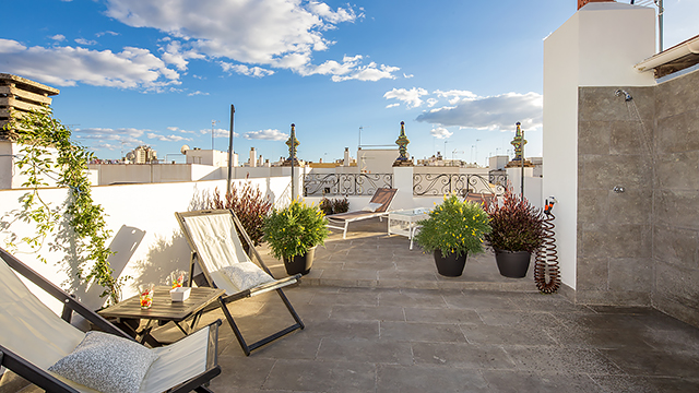Rent vacation apartment in Seville Rodrigo de Triana Street Seville