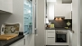 Sevilla Apartamento - Modern kitchen equipped with all main utensils and appliances for self-catering.