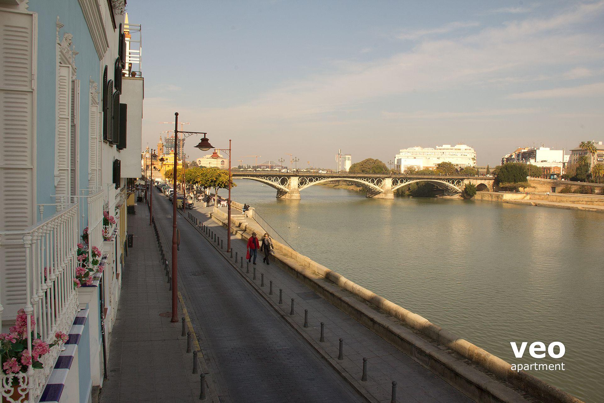 Sevilla apartmento calle betis sevilla espa a betis blue for Alquiler de casas en triana sevilla
