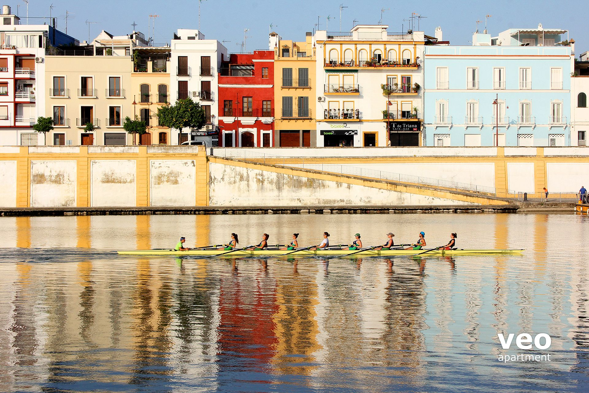 Sevilla apartmento calle betis sevilla espa a betis blue for Alquiler de apartamentos por dias en sevilla