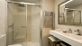 Seville Apartment - En-suite bathroom with a walk-in shower, washbasin, WC and bidet.