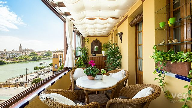 Rent vacation apartment in Seville del Altozano Square Seville